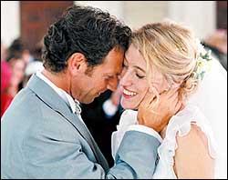 """O vestido da noiva do filme """"amor em cinco tempos"""" ganha disparado o primeiro lugar!"""