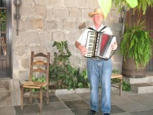 Almoço ao som de acordeon na Vinicola