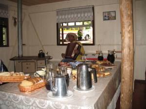 Café colonial na casa de imigrantes alemãos no interior de Gramado