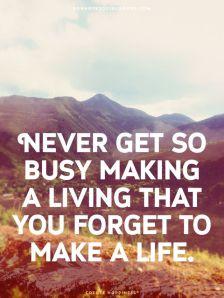 Nunca fique tão ocupado tentando sobre viver a ponto de esquecer de viver a vida