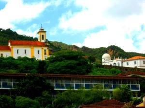 Vista do Grande Hotel Ouro Preto - projeto de Niemeyer