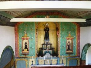 O singelo altar da Igreja de São Francisco de Paula